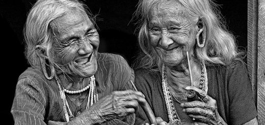 old-women-ketawa